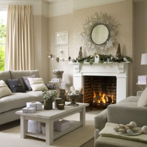 Source: http://www.housetohome.co.uk/room-idea/picture/10-christmas-living-rooms/7
